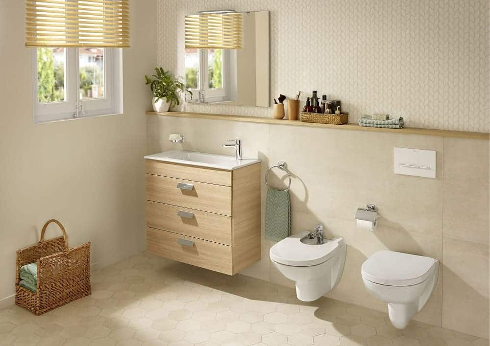 How to use light brown and beige colour schemes in a small bathroom with a window